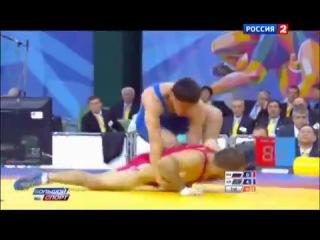 Азербайджанец танцует лезгинку после победы над русским