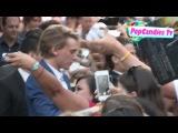 Джейми Бауэр: общается с фанатами на премьере