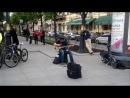Уличный музыкант из Питера