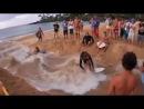 Kumda kanal açarak sörf yapmak