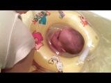 олимпийская чемпионка по плаванию в ванной!!!!))))