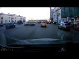 Безумный дрифт на Садовом кольце: девушка за рулем Opel Corsa - мастер обратно-параллельной парковки.