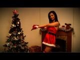 Красивая девушка танцует 18+