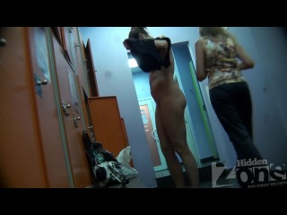 Скрытая камера в раздевалке  (mature, MILF, BBW, мамки - порно со зрелыми женщинами)