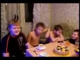 крутые пацаны слушают рэп на хате)