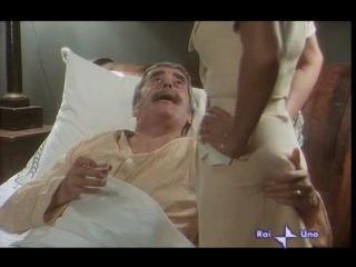 Чувственная медсестра (1975)