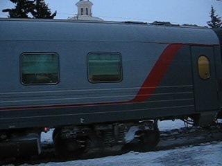 прибытие скорого фирменного поезда 16 АРКТИКА МОСКВА-МУРМАНСК на станцию Петрозаводск