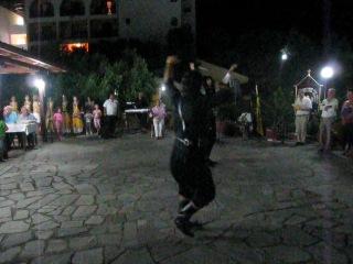 Мужской греческий танец с ножами