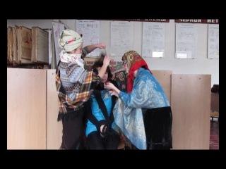 Бабушки учат хорошим манерам