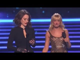 Kat Dennings  and Beth Behrs @ People's Choice Awards 2014 (две девицы на мели) шутки на сцене