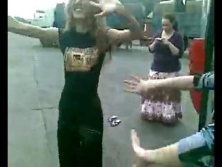 кавказские девушки очень красиво танцуют лезгинку)
