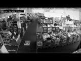 Мужчина заснул в магазине электроники, а проснулся, когда там уже никого не было