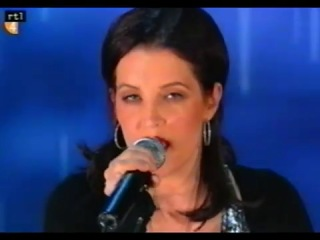 Lisa Marie Presley - Dirty Laundry (Live at Oprah) High Quality!