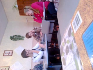 Это были важные переговоры) у Димы по часам, у Тёмы по зеркальцу, а у Ани по пеналу)))