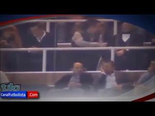 Cristiano Ronaldo e Irina Shayk besandose en el Bernabéu - Real Madrid 4-0 Valladolid 2013