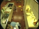 ребенок на кухне! прикол:))