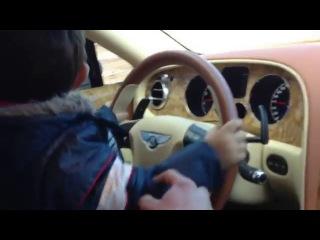 Арменин учит сына водить бентли
