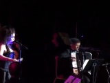 Хелена Бонем Картер поёт песню Салли на концерте Дэнни Эльфмана
