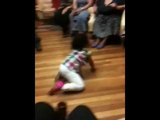 Unbelievable baby dancing to Dominican reggaeton -Bulto-
