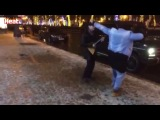 Рэпер Тимати станцевал гопак под балалайку в центре Москвы