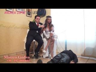 Mistress godiva si esercita con uno schiavo all'andrea dipre' per lei ''лучшее фемдом видео и фото в группе http://vk.com/femdom_ru и на сайте http://fem-dom