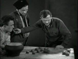 Чапаев. Учение на столе с картошкой