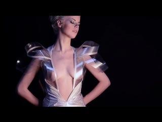 Платье, которое при возбуждении девушки становится прозрачным.