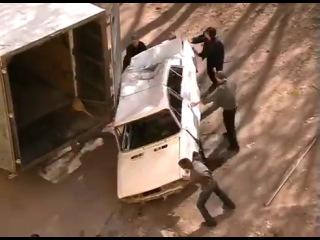 Автоприколы. Вятский эвакуатор...   Погрузка авто на утилизацию.
