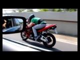 Honda CBR 600 RR vs BMW 740i  - Мотоциклы и мотоциклисты | Yamaha | Ktm | Honda | Suzuki | Ducati | Bmw | Kawasaki | Стантрайдинг | Трюки | Слет | Дрифт | Прохват | Дтп | Прикол | Мото |  Гонки | Драг |  Спортбайк | Драка | GoPro |