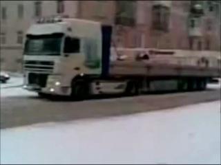 джип тянет фуру. Пермь. снегопад 03.12.12
