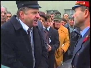 Жириновский в Тамбове, против мента. И пенсии у вас не будет и погон. как фамилия? Сапожников Владимир Семёнович а потом я вам буду срывать погоны. Снимите герб, подлец, негодяй, подонок