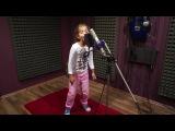 Маленькая девочка поет под Drum and Bass...классно