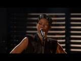 Rihanna - Diamonds (Live at 2013 AMAs)
