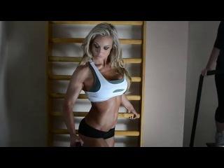 Noemi Olah IFBB Bikini Pro Fitness Model Photoshooting in the Gym