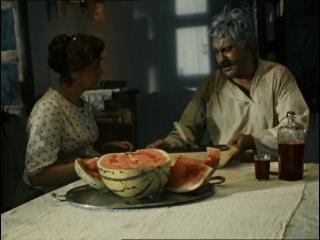 Белое солнце пустыни / Павел Луспекаев / Верещагин ест чёрную икру / Опять ты мне эту икру поставила! Не могу я её каждый день, проклятую, есть! Хоть бы хлеба достала