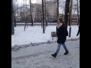 Как подкатить к девушке зимой? (Vine by Artiom Khokholikov)