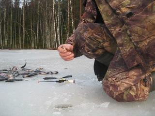 Зимняя рыбалка на лесных озёрах центр.Карелии.