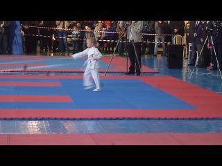 Показательное выступление по каратэ 5-летней Дарьи Проценко.