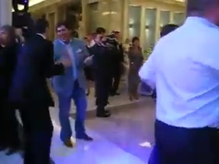 Президент Медведев и шоумен Гарик Мартиросян танцуют под песню Ивана Дорна