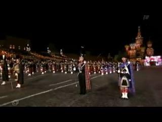 Выступление оркестра шотландских волынок на Красной площади в Москве