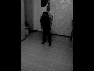 Ужастик,страшно жуть. Роль мёртвой девки исполняет Алина Гавшина. Ваще страхово. Но на съёмке было ржачно. Смотреть всем. Это видео убыйца.