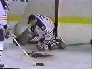 Клинт Маларчук (1989 год, матч Buffalo Sabres vs. St. Louis Blues)