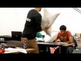 Пранк - драка подушками с прохожими