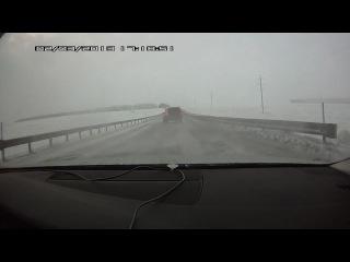 Видео ДТП. Джип столкнул Ниву с трассы.