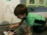 Сначала рисуют дети, потом мама))