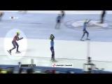 Голландский спортсмен Шипке Кнегт поздравляет россиянина Виктора Ана с победой на Чемпионте Европы по шорт–треку