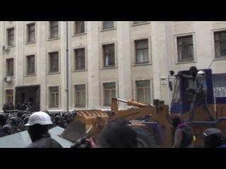 Під час мітингу на Майдані незалежності декілька сот провокаторів в масках під проводом Дмитра Корчинського штурмували АП. На шеренги міліції і