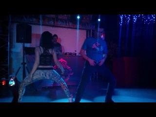Охуенно танцует телка__