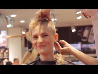 11 девушек подстриглись налысо за iPhone