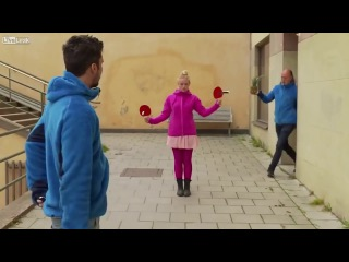 Игра в пинг понг с ножами